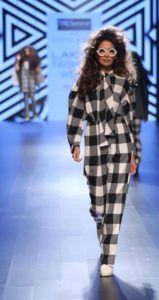 Lakme_Fashion_Week_2016_Ashish_Soni_Fashion_Style