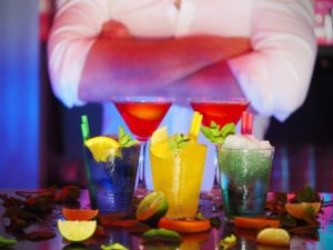 Cocktail_Party_Etiquette_Drinks_Fashion_Style