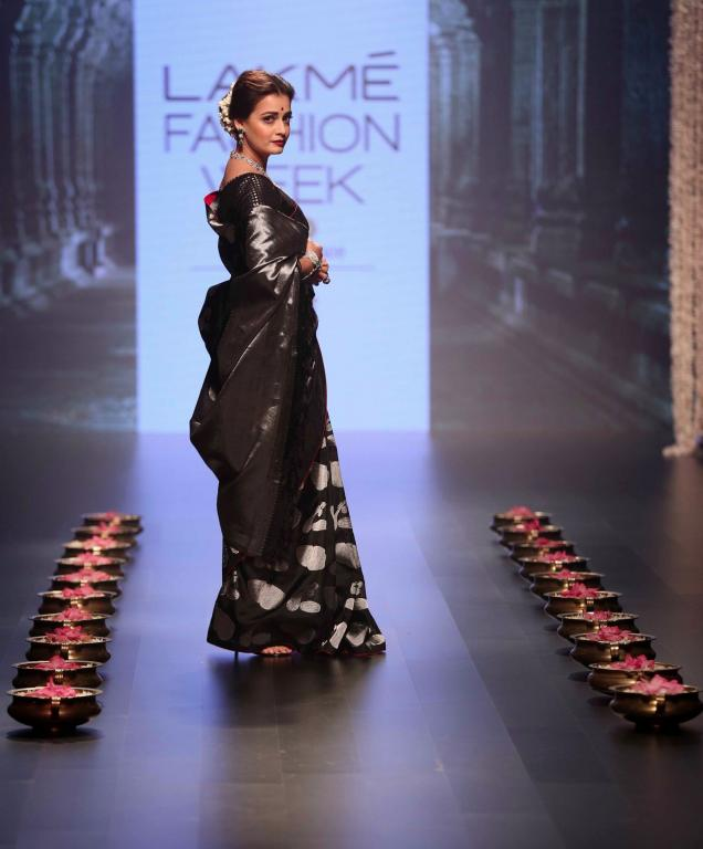 Tulsi_Silks_Payal_Singhal_Lakme_Fashion_Week_Style