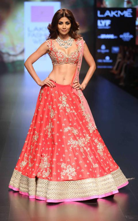 Anushree_Reddy_Shilpa_Shetty_Lakme_Fashion_Week_Style