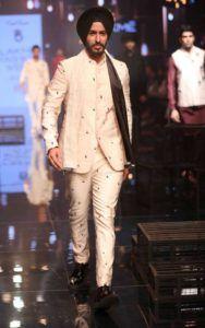 Lakme_Fashion_Week_2016_Menswear_Kunal_Rawal_Monochromatic_Fashion_Style