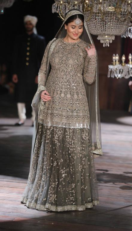 Sabyasachi_Mukherjee_Kareena_Kapoor_Lakme_Fashion_Week_Style