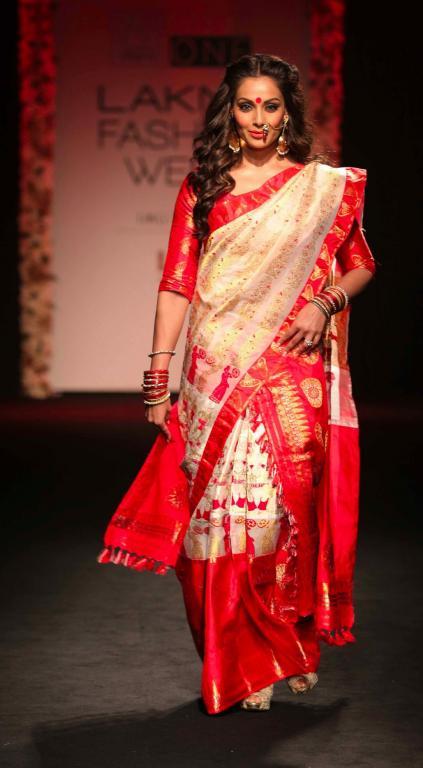 Sanjukta_Bipasha_Basu_Lakme_Fashion_Week_Style