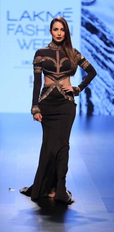 Shantanu_Nikhil_Malaika_Arora_Lakme_Fashion_Week_Style