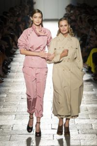 milan_fashionweek_laurenhutton_gigihadid_fashion_style