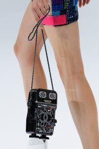 parisfashionweek_chanelss17_robotbag_fashion_style