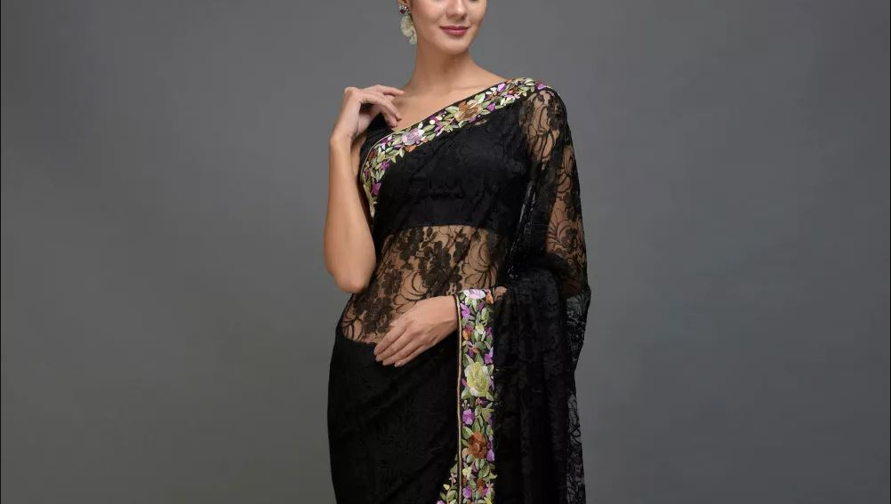 Capture-talking-threads-black-saree